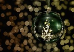 tree-decorations-511716_1920